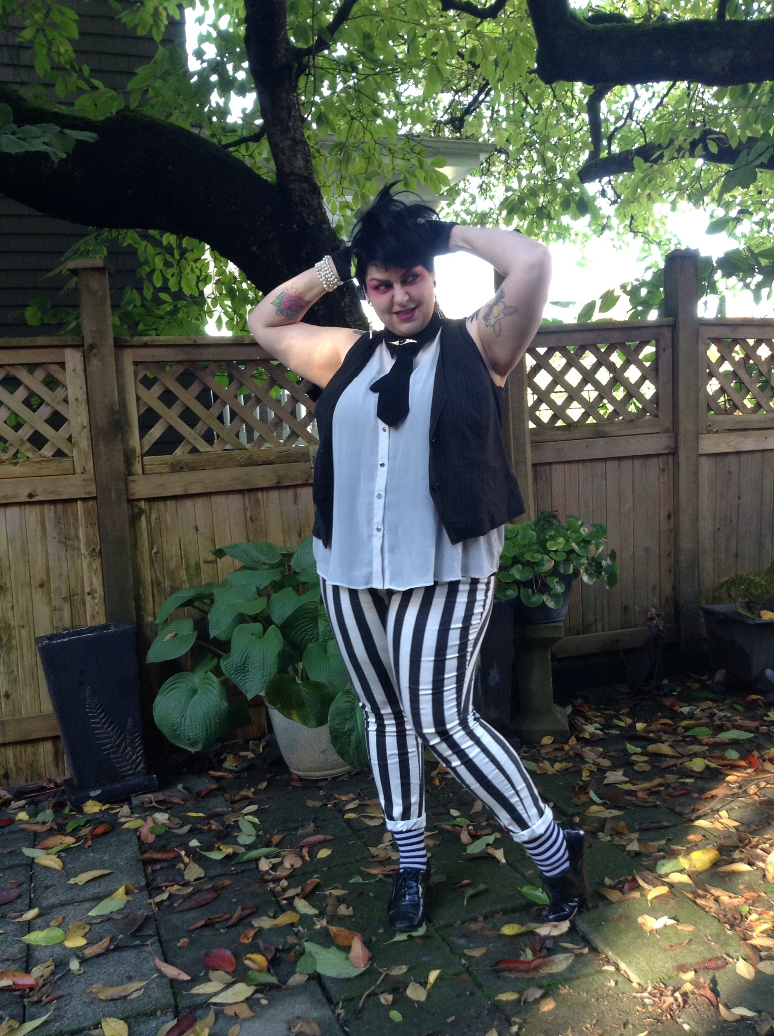 alternative plus size blogger Margot Meanie dressed as Beetlejuice